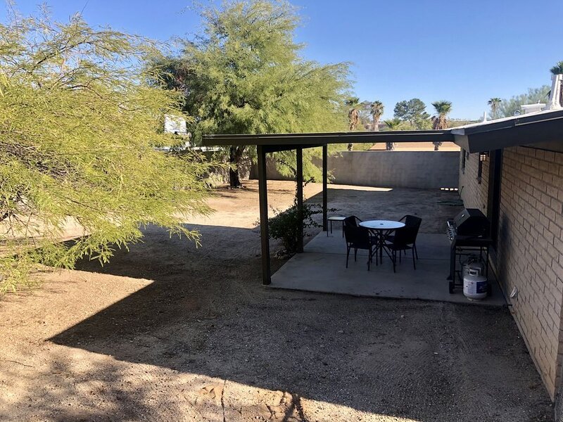 3 bedroom value in NW Tucson *ALL NEW FURNISHINGS AND APPLIANCES*, alquiler de vacaciones en Casas Adobes