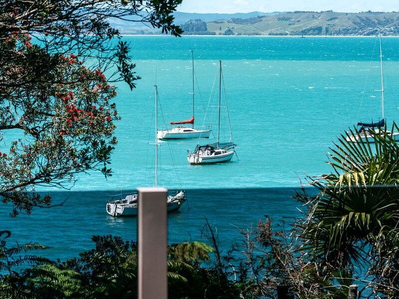 Kina Cottage - Waiheke Holiday Home, casa vacanza a Clevedon