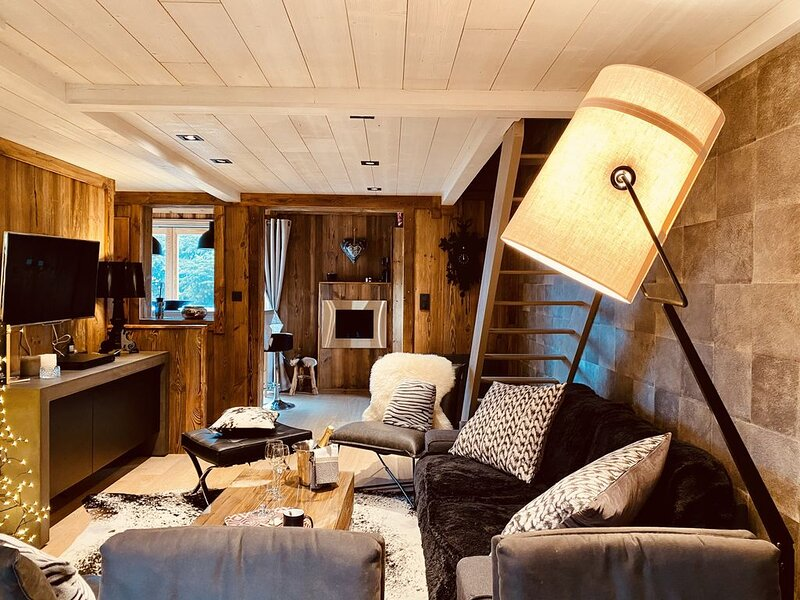 COQUET CHALET A 2 PAS DES PISTES ET COMMERCES AUX ANGLES POUR 8 PERS, vacation rental in Les Angles