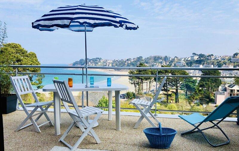 Perros-Guirec, Appart 2/3 pers , vue mer , plage 150m, parking privatif, wifi ., holiday rental in Perros-Guirec