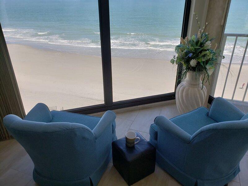 ONE OCEAN PLACE -Garden City Beach-OCEAN FRONT CONDO-Newly Updated, location de vacances à Murrells Inlet