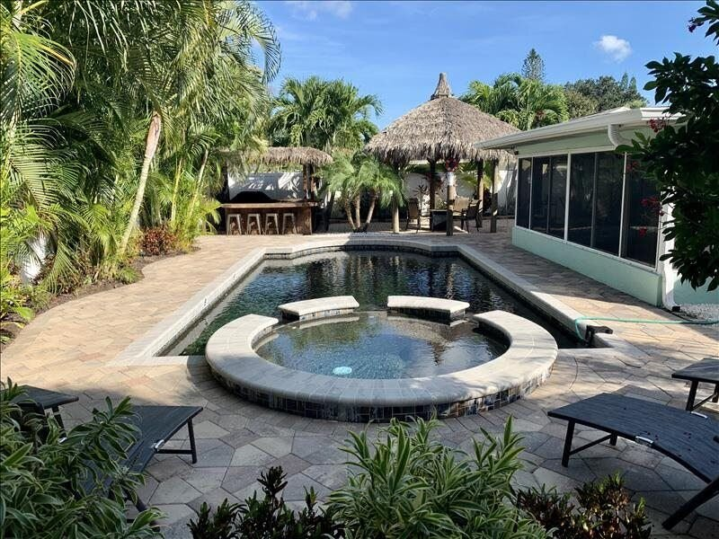 Beautiful 3BR/2BA Pet Friendly  Heated Pool home located minutes from Anna..., vacation rental in Bradenton