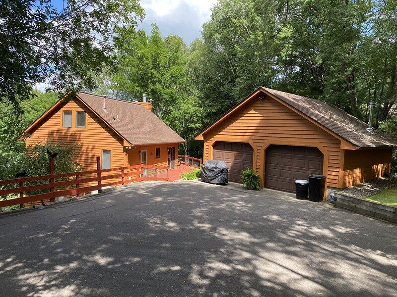 Farm Island Cabin Getaway near Aitkin MN (8 beds), holiday rental in Deerwood