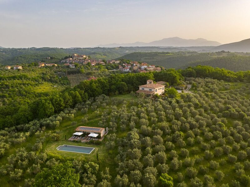 Unique designer villa & garden, great comfort, heated pool, tennis court, cook., holiday rental in Poggio Moiano