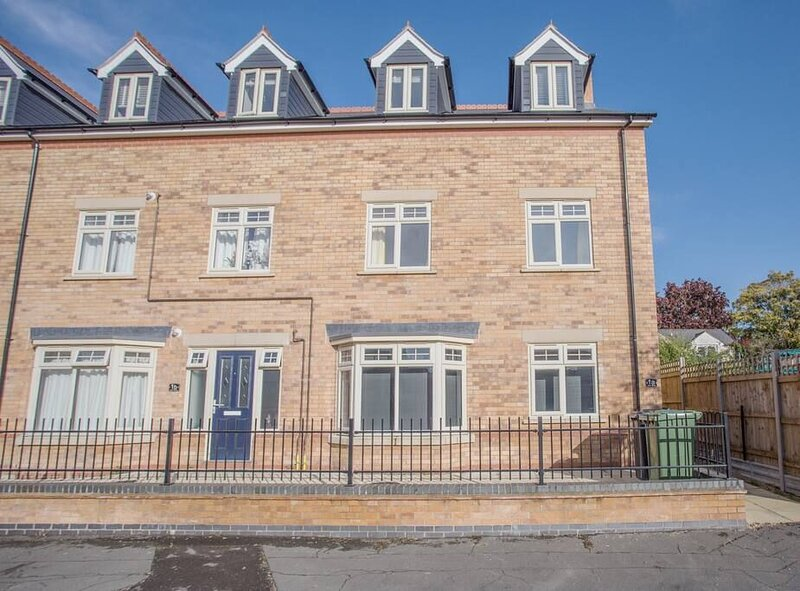3 Bed within 10 minutes walk to the 'Posh' Football Stadium and 15 minutes walk, holiday rental in Peterborough