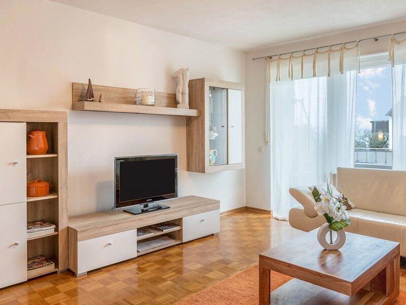 Gemütliche Ferienwohnung 'Seeblick' nahe am Bodensee mit Seeblick, WLAN, Balkon, holiday rental in Steckborn