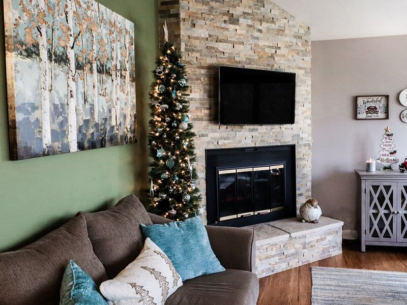 Dressed for the Holidays!, holiday rental in Apple River