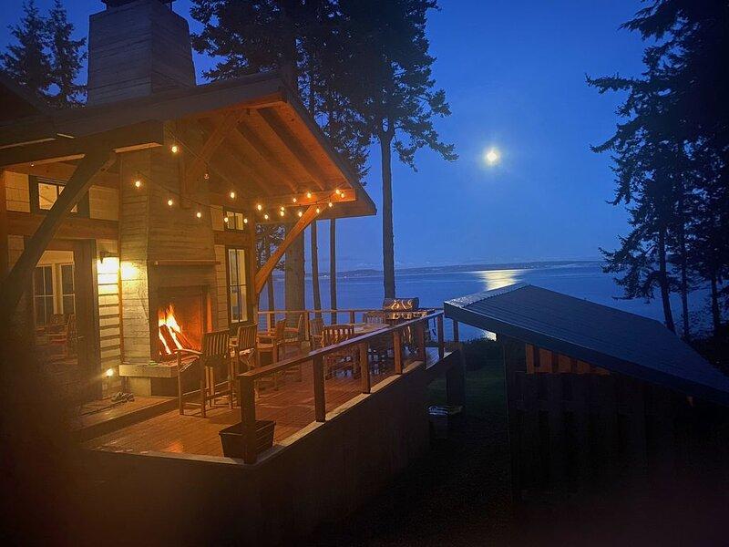 Private Waterfront Getaway - Ultimate in Work-From-Home Luxury, aluguéis de temporada em Port Gamble