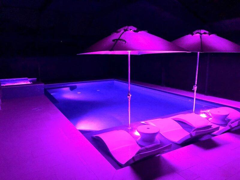 'The Sonset' Updates Throughout. Close To Vanderbilt Beach & Delnor Wiggins Pass, holiday rental in Naples