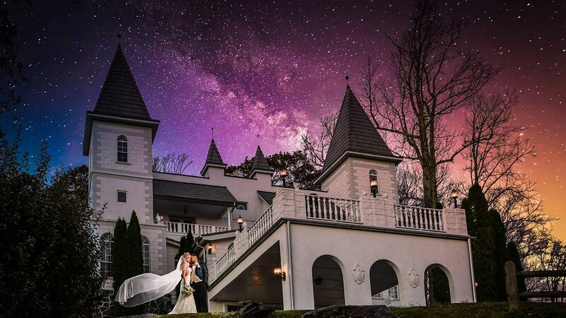 Private Castle with 3 Course Dinner & Breakfast with In-House Gourmet Chef, holiday rental in Linville Falls