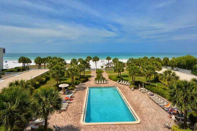 Beach View 2 bedroom 204, casa vacanza a Gulf Gate Estates