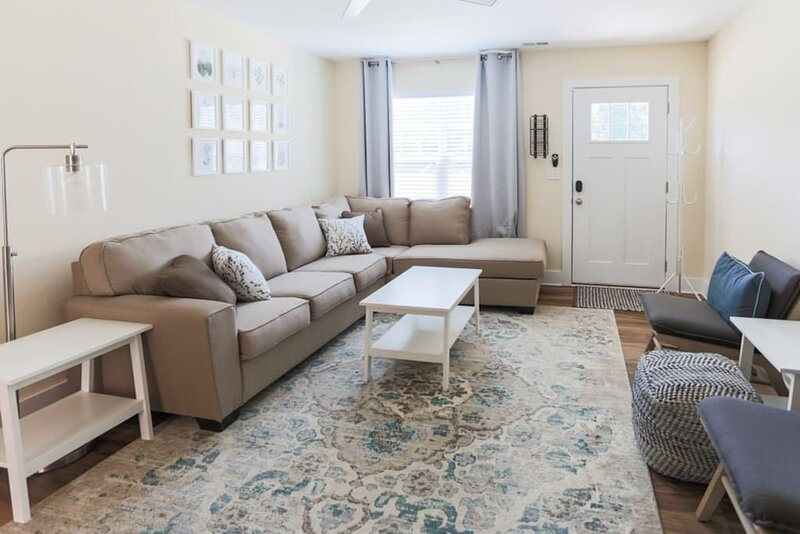 This townhouse is a 3 bedroom(s), 2.5 bathrooms, located in Candler, NC., holiday rental in Candler