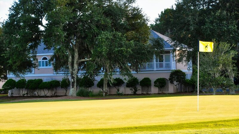 Charming villa overlooking the golf course, close to the DeBordieu Clubhouse!  S, holiday rental in Georgetown