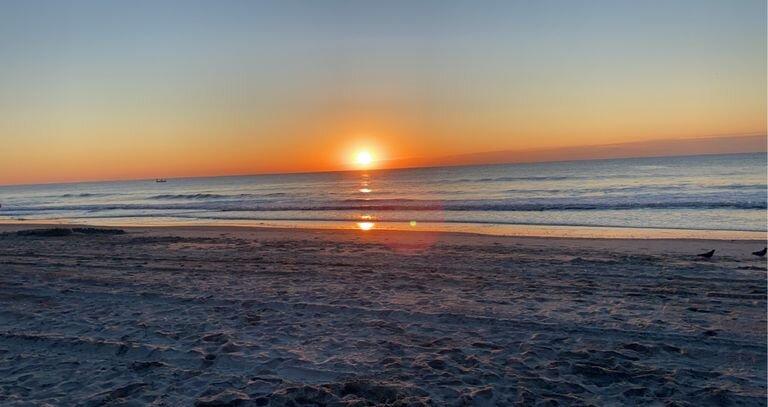 Surfside Beach 3 BR house private pool close to beach sleeps 8-10 Family Golf, aluguéis de temporada em Surfside Beach