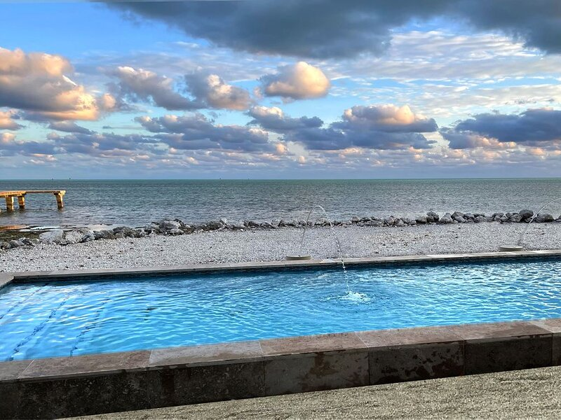 Amazing Oceanfront: Pool, Paddleboards & Kayaks - 180 degree ocean views, location de vacances à Long Key