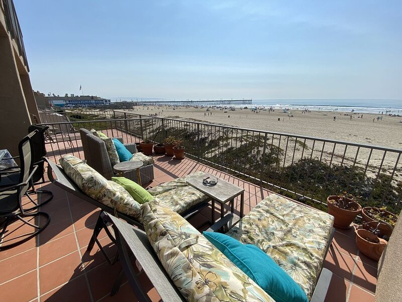 CLEAN & SANITIZED BEACHFRONT LUXURY 3 BR CONDO! ON THE SAND DOWNTOWN PISMO, holiday rental in Pismo Beach