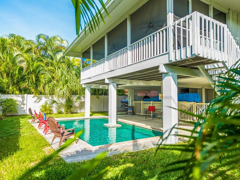 Charming cottage located close to beach - private heated pool, holiday rental in Anna Maria