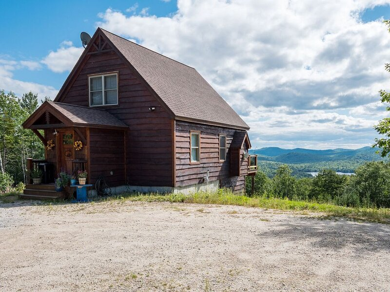 Beautiful home with gorgeous views. Close to water and skiing, holiday rental in Woodstock