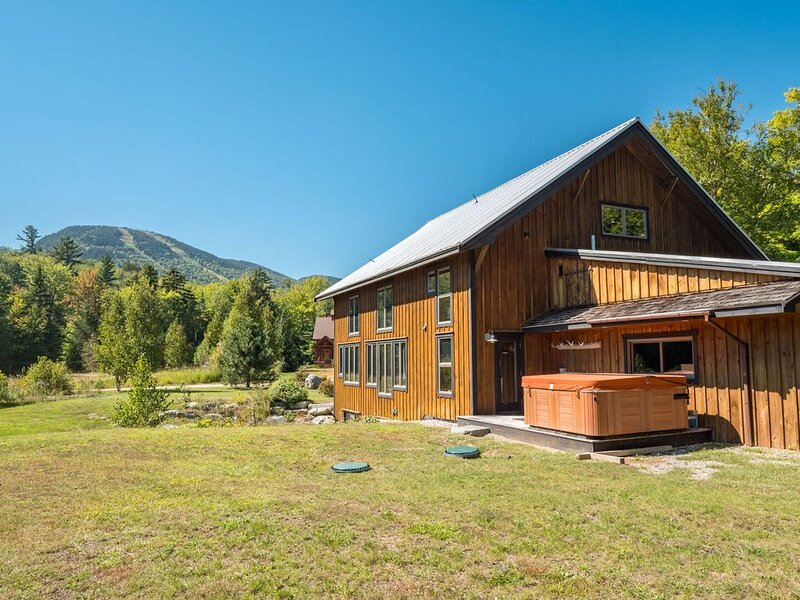 Stunning timber frame barn with views of Sunday River Ski Resort, location de vacances à Newry