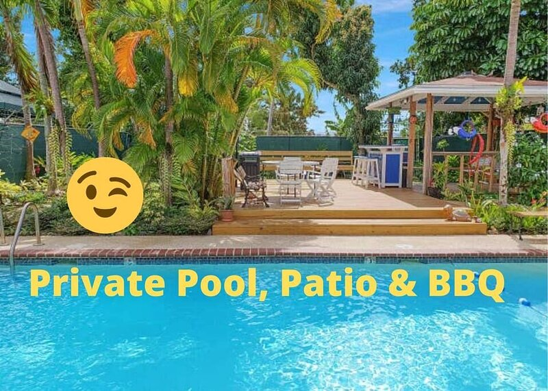 SJU Parrot House Private Pool 7am-11pm, BBQ & Bar, alquiler de vacaciones en Bayamon