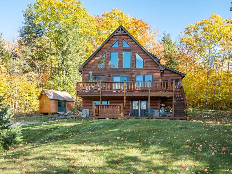 RENTED FOR 20-21SKI  SEASON!!  Stunning Bethel Mountain Chalet 15 minutes to Sun, alquiler de vacaciones en Bryant Pond