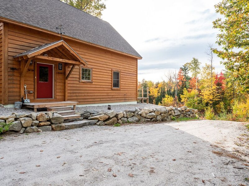 Sunset Ridge Chalet   A Four Season Get Away!, alquiler de vacaciones en Bryant Pond