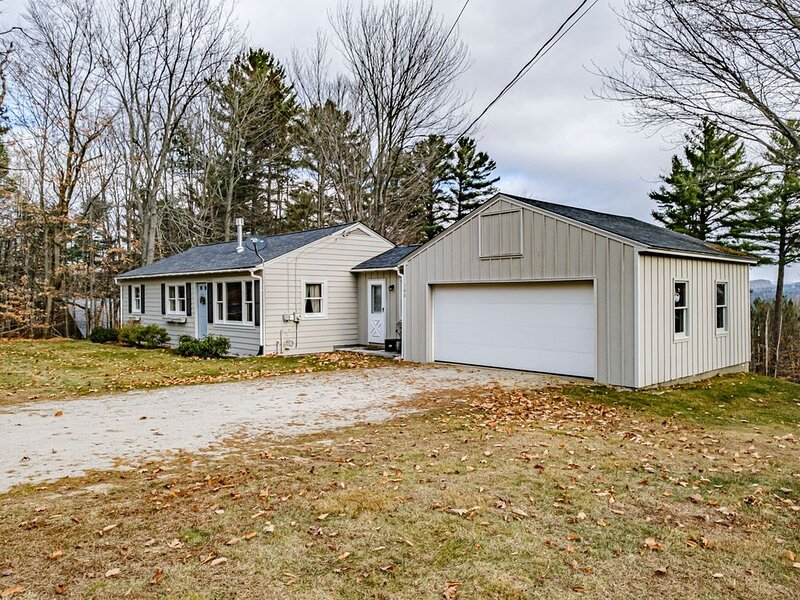 3 Bedroom Ranch close to town! Easy on your budget!, alquiler de vacaciones en Bryant Pond