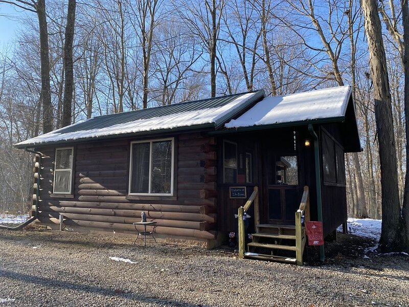 The Woods Cabin is an ideal location for peaceful and romantic getaways., vacation rental in Logan