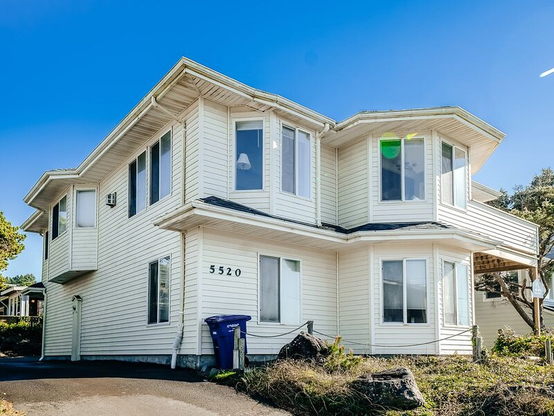 Updated family-friendly home with ocean views, chef's kitchen & game room, holiday rental in Neotsu