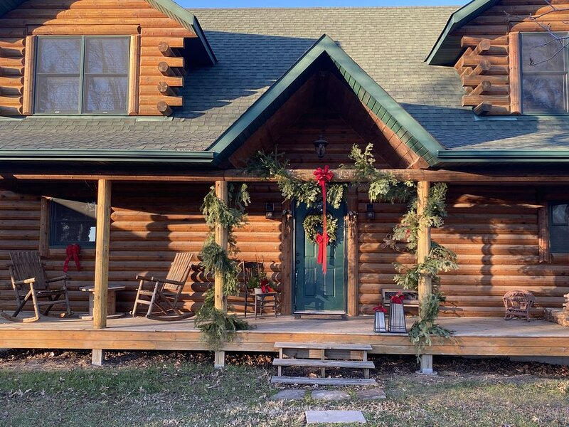 Celebrate Christmas in a Rustic Log Home, vacation rental in Mexico
