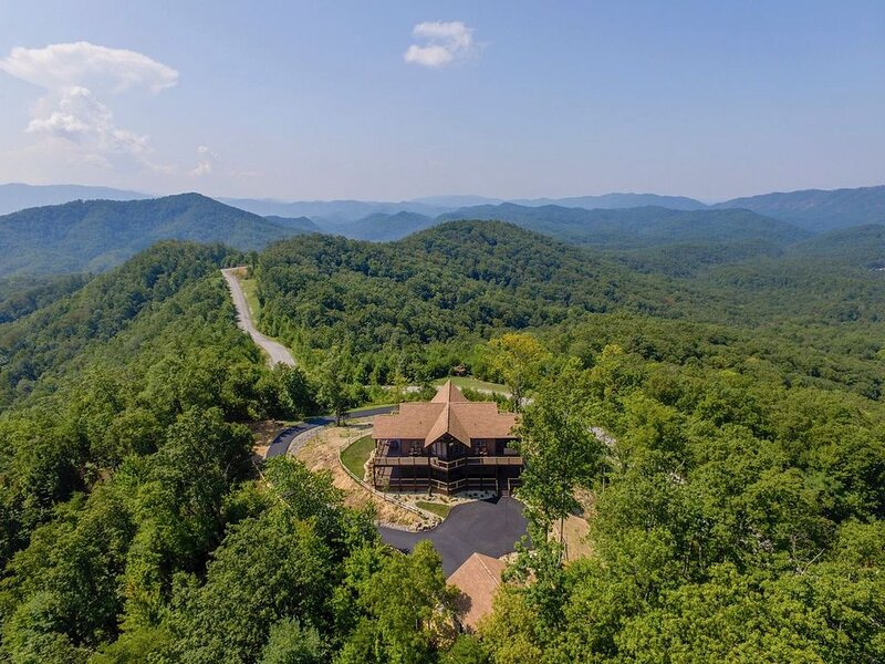 'Elevated Living' ~ Ultra-Luxury on 16 acres w/360 Views! ~ Brand New 5BR/6BA Mo, holiday rental in Walland