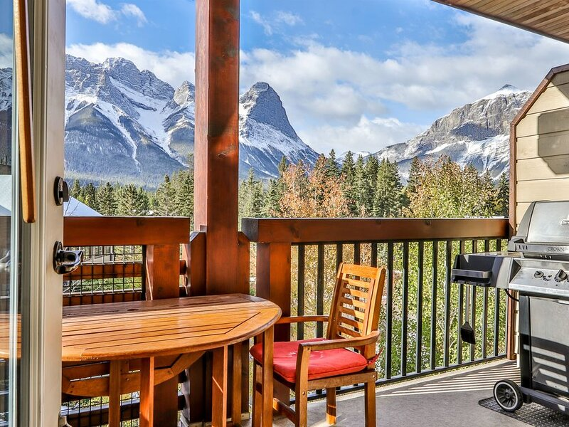 Breathtaking Mountain views in Rundle Cliffs Lodge - Spring Creek, vakantiewoning in Kananaskis Country