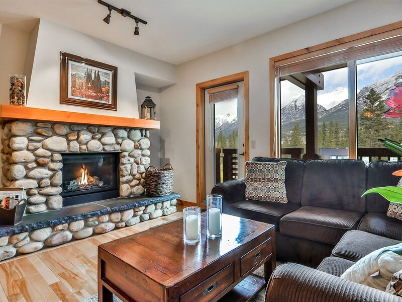 Spectacular Mountain views in Luxurious Rundle Cliffs Lodge - Spring Creek, location de vacances à Canmore