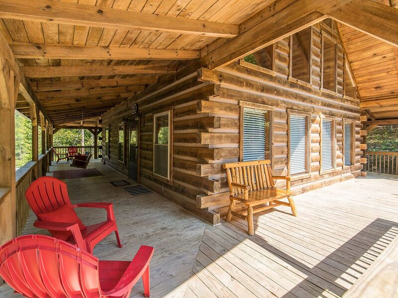 Hot Tub, WiFi, Adventure - Luxurious Large Family Cabin - Big Boulder - Red Rive, holiday rental in Rogers