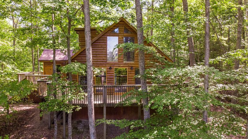 Hot Tub, WiFi, Satellite - Gorgeous View - Large Family Cabin in Red River Gorge, alquiler de vacaciones en Irvine