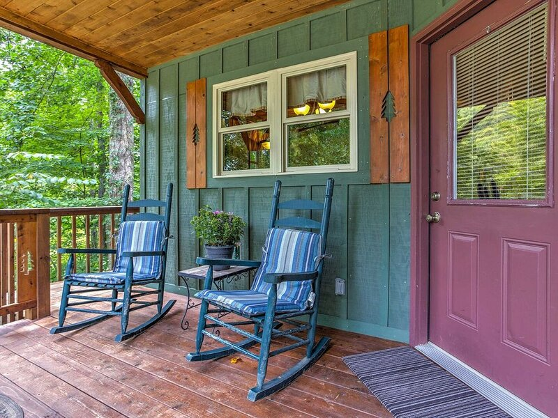 Satellite & WiFi - Romantic Cabin Getaway - Snuggle Inn - 300 acres in Red River, alquiler de vacaciones en Irvine