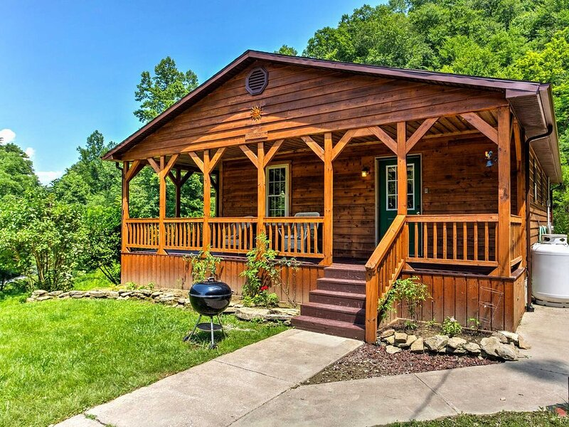 Hot Tub, WiFi, Pet-Friendly - Family Country Cabin - Sundance - 300 acres in Red, alquiler de vacaciones en Irvine