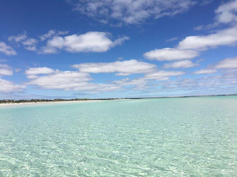 White Sands - absolute beachfront at Hardwicke Bay Yorke Peninsula, holiday rental in Minlaton