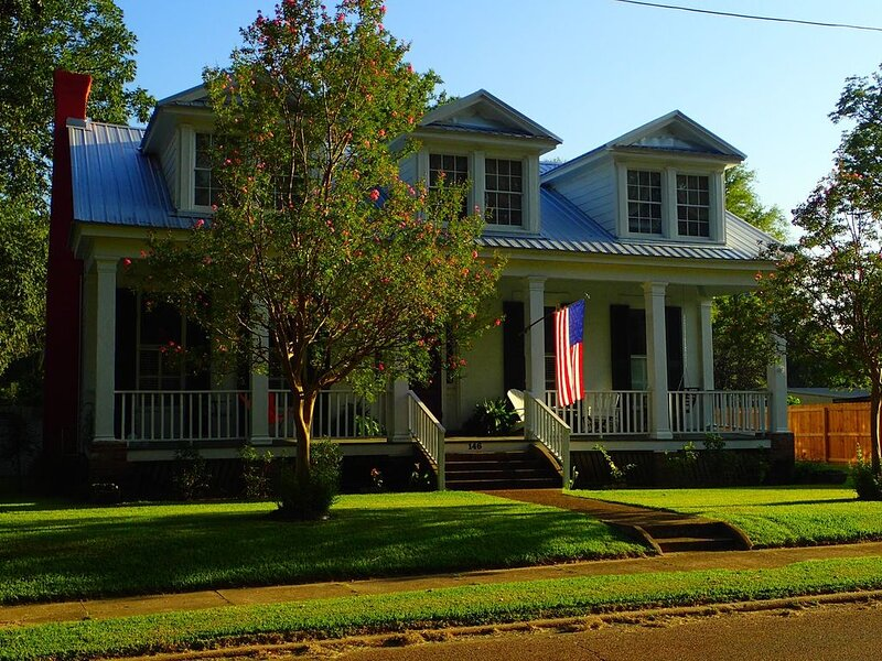 The Samuel Thornhill Home c. 1836: A Historic Southern Experience, casa vacanza a Madison