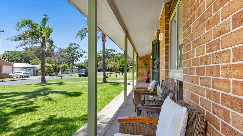 Ourimbah - across from the rock pools, holiday rental in Currarong