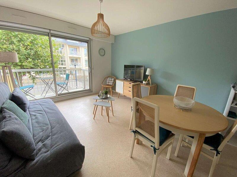 Charmant appartement T2 en plein centre de St Cast, à 150m de la grande plage po – semesterbostad i Saint-Cast le Guildo