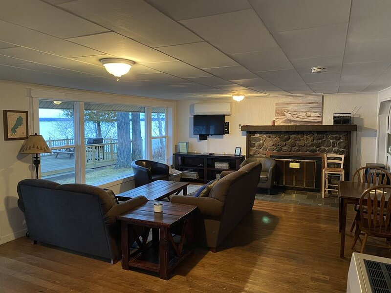 Here & Now on Mullet Lake (Enjoy snowmobiling, ice fishing, and skiing fun), holiday rental in Topinabee