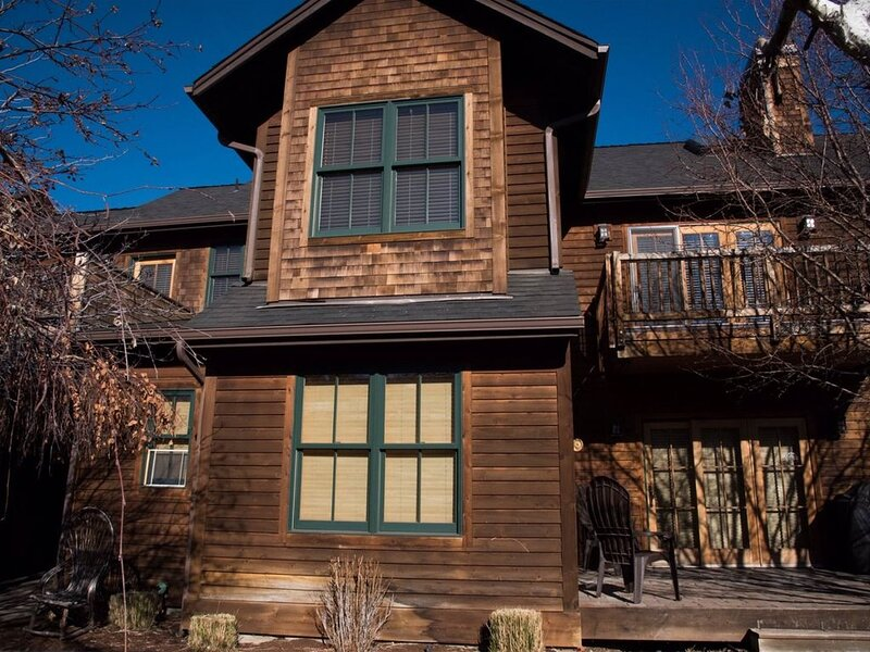 Mountain Sage - Walk to everything in Sisters from this spacious Sisters Vacatio, vacation rental in Sisters