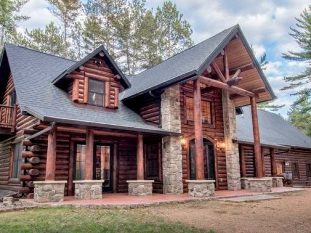 Eagle Camp Lodge - Northwoods Custom Log & Stone Home, holiday rental in Harshaw