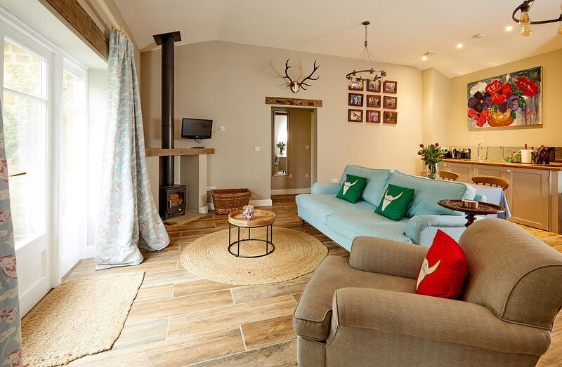 Newly Renovated Barn Conversion in the Cotswolds with the option of Stables, vacation rental in Sibford Gower