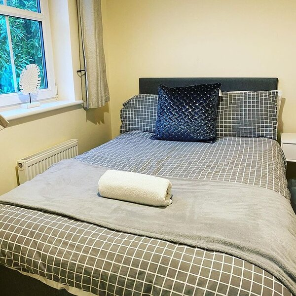 Silver Stag, High-end, Modern 3 double bedroom with parking, holiday rental in Swadlincote