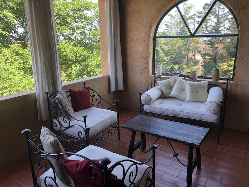 Mas provençal climatisé avec vue, 4 km d'Uzès, aluguéis de temporada em Saint-Siffret
