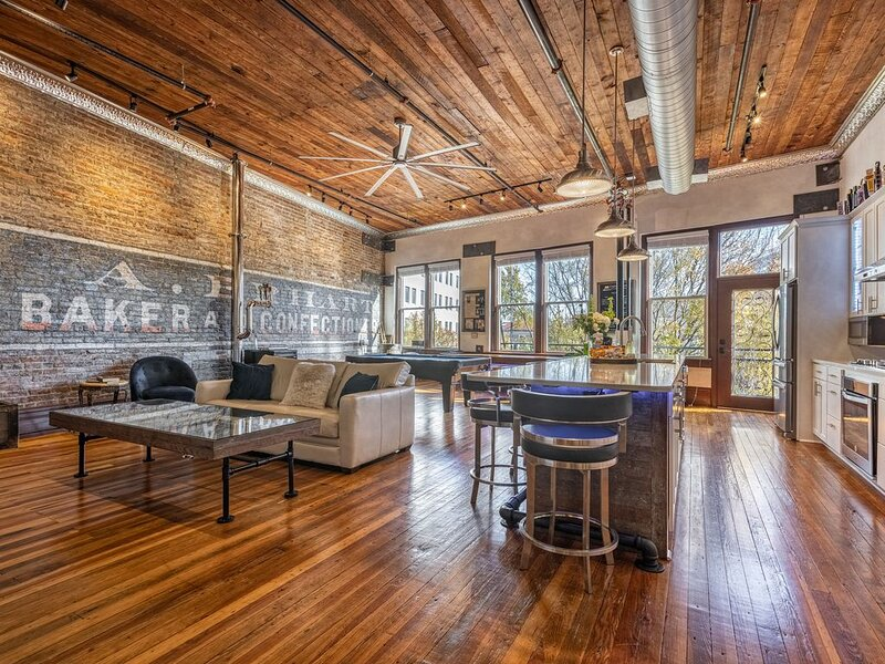 Capone's Loft -Most unique luxury place to stay in downtown Hot Springs!, holiday rental in Hot Springs