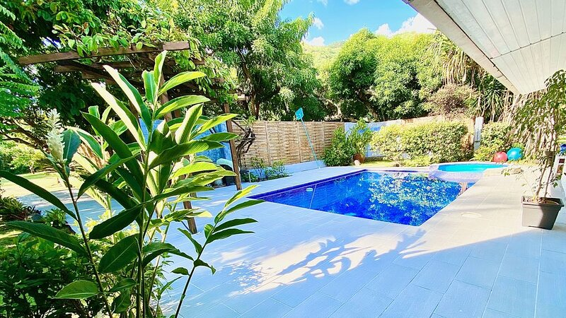 Cosy house with swimming pool near the beach, holiday rental in Tahiti