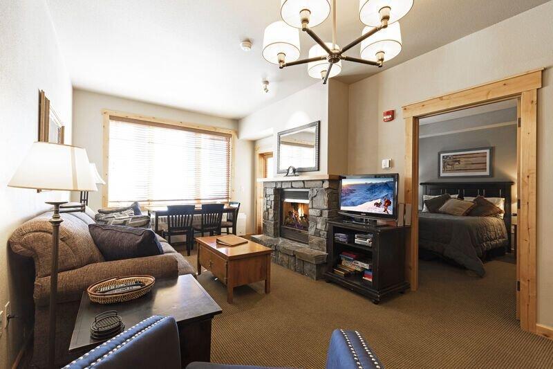 1 bedroom ski in/ski out * Morning Eagle, holiday rental in Polebridge